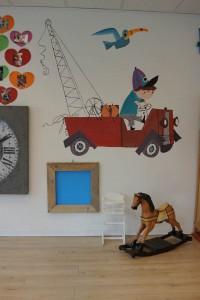 Pluk van de Petteflet in zijn wagentje muurschildering muurschildering laten maken voor bedrijf kinderkamer babykamer omgeving Groningen Drenthe Friesland Hoogeveen Janet Edens